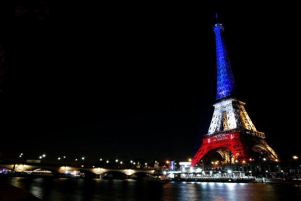 Eiffel Tower illuminated with French flag (November 2015)
